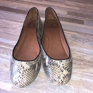 Lucky Leather Mock Snake Skin Leather Flats Size 8